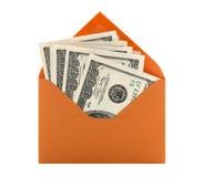 Geld in een oranje envelop Stock Afbeelding