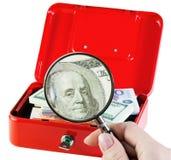 Geld in einem moneybox Stockbild