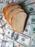Geld en brood Stock Afbeeldingen