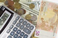 Geld en calculator Royalty-vrije Stock Afbeeldingen