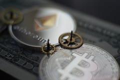 Geld en financiënconcept met Bitcoin Ethereum royalty-vrije stock afbeelding