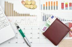 Geld en grafieken Royalty-vrije Stock Afbeeldingen