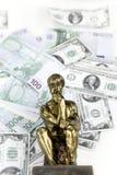 Geld en het Denken Mensenstandbeeld Stock Foto's