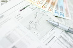 Geld en krant Royalty-vrije Stock Foto
