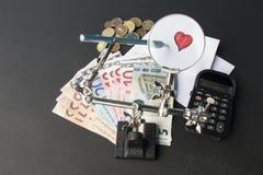 Geld en liefde stock foto's