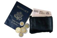 Geld en paspoort stock fotografie