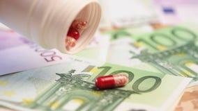 Geld en pillen stock footage