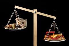 Geld en Toy Wooden Car royalty-vrije stock afbeeldingen