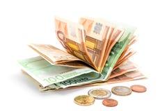 Geld euro muntstukken en bankbiljetten op wit Stock Foto's