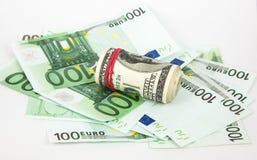 Geld, Euro und Dollar auf einem weißen Hintergrund Lizenzfreies Stockfoto