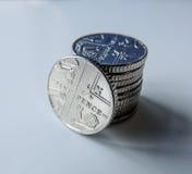 Geld- fünf Pennysmünzen lizenzfreie stockbilder