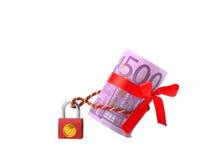 Geld fünfhundert Euros auf dem Schloss Lizenzfreies Stockfoto