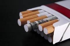 Geld für das Rauchen Stockbild