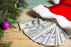 Geld für Weihnachtsgeschenke Stockfoto
