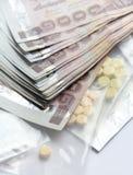 Geld gegen medizinische Gebühr, medizinische Gebühr für das Leben Lizenzfreies Stockfoto