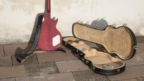 Geld in gitaargeval Royalty-vrije Stock Afbeelding