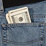 Geld in heup-zak van jeans Royalty-vrije Stock Afbeeldingen