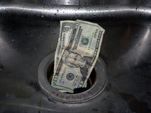 Geld hinunter den Ablaß 3 lizenzfreies stockfoto