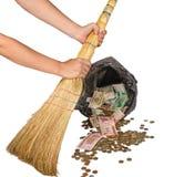 Geld im Abfall, der Einsturz der Finanzmarktkrise Stockbild