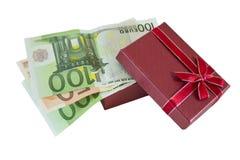 Geld im Geschenkkasten Lizenzfreies Stockfoto