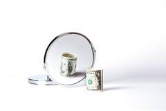 Geld im Spiegel Stockbild