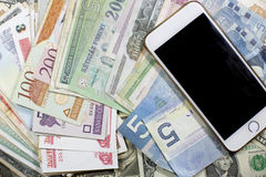Geld, Karten und Bewegung des Bargeldes Stockfotografie