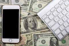 Geld, Karten und Bewegung des Bargeldes Stockfoto