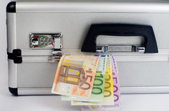 Geld in koffer Royalty-vrije Stock Afbeeldingen