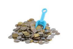 Geld-Konzept-Münzen mit Schaufel Stockfotos