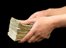 Geld in menselijke handen royalty-vrije stock afbeelding