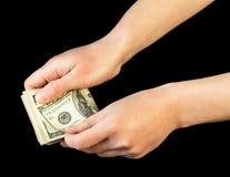 Geld in menselijke handen stock afbeelding
