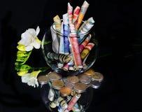 Geld met bloem Royalty-vrije Stock Afbeeldingen