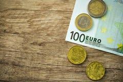 Geld mit Münzen Lizenzfreie Stockfotos