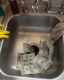 Geld onderaan het Afvoerkanaal Royalty-vrije Stock Afbeelding