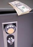 Geld op de brandkast Stock Afbeelding