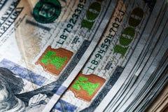 Geld op een houten achtergrond partij 100 dollars, bedrijfssamenstelling Royalty-vrije Stock Afbeeldingen