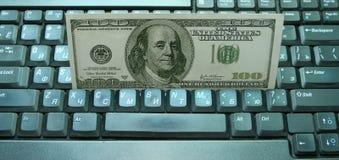 Geld op een toetsenbord Royalty-vrije Stock Afbeelding