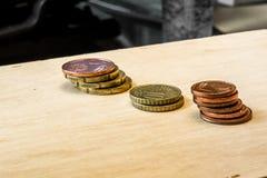 Geld op technologie stock foto