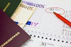 Geld, paspoort, kalender Royalty-vrije Stock Afbeelding