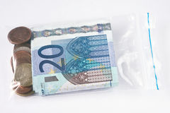 Geld in plastic zak Stock Afbeeldingen