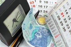Geld PLN op een kalender Stock Afbeelding