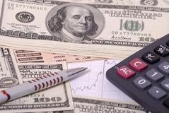 Geld, Rechner, graphand Feder lizenzfreies stockbild