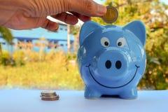 Geld sparend, speichern Sie Geldeinsparungskonzept stockbild
