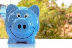 Geld sparend, speichern Sie Geldeinsparungskonzept stockfoto