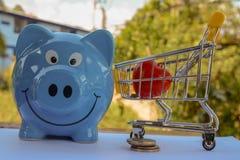 Geld sparend, speichern Sie Geldeinsparungskonzept lizenzfreie stockbilder