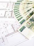 Geld - tschechische Kronen und Pläne Lizenzfreie Stockfotografie