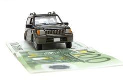 Geld und Auto Lizenzfreie Stockfotos