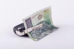Geld- und Autoschlüssel stockfoto