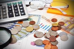 Geld und Diagramm Stockbild