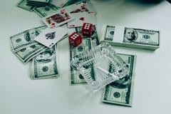 Geld und Hände eines jungen Geschäftsmannes Erfolg im Geschäft stockfotos
